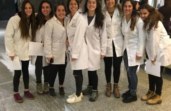 Alumnos de primer año de enfermería visitan Clínica Alemana