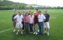 Traumatólogos deportivos en las canchas de entrenamiento de fútbol americano de la Universidad de Pittsburgh