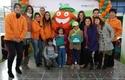 Rinat Ratner con los niños y el equipo