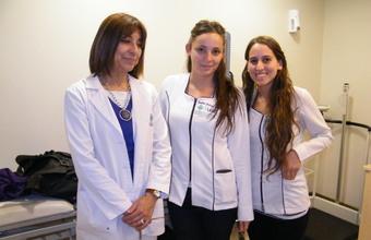 Estudiantes de Nutrición y Dietética atienden pacientes en Clínica Alemana