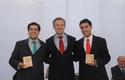 Dr. Daniel Campos Paredes y Dr. Marco Muñoz Cáceres premio Universidad del Desarrollo