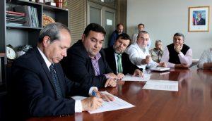 Firma convenio AMCA y Servicio Salud Chiloé - Foto MINSAL