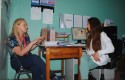 Alumna y personal de salud