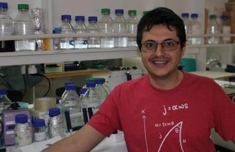 Investigador UDD presenta en Italia y Singapur estudio con células madre