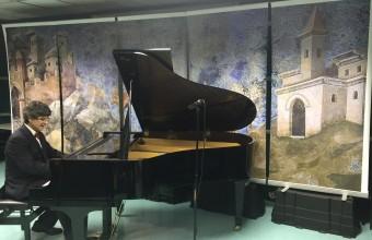 Destacado pianista cierra Coloquios de Humanidades con concierto en el Hospital Padre Hurtado