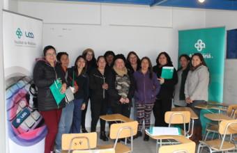 Mujeres de la Granja asisten a charla y taller de primeros auxilios