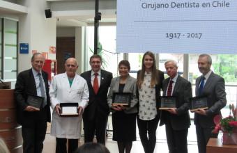 Centenario dentistas: carrera de Odontología reconoce a sus docentes destacados
