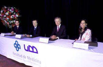 Facultad de Medicina UDD titula a noventa alumnos de postgrado