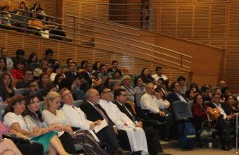 Alumnos de Tecnología Médica celebran investidura en Clínica Alemana