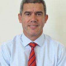 Director de Kinesiología UDD recibe reconocimiento por su trayectoria