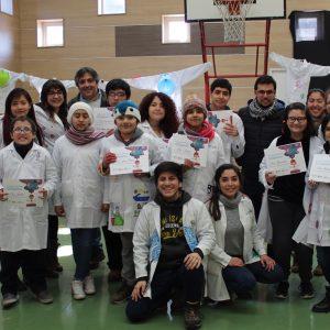 Investigadores UDD enseñan a niños de la Escuela Hospitalaria a crear experimentos científicos