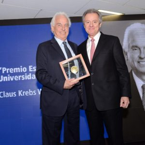 Claus Krebs es distinguido con Medalla Espíritu Universidad del Desarrollo