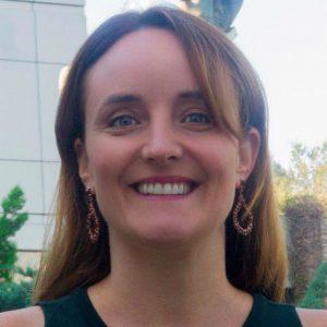 Directora de Medicina participa en ciclo de conferencias de América Economía