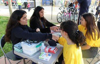Futuras enfermeras realizan primeros auxilios en corrida escolar de La Granja