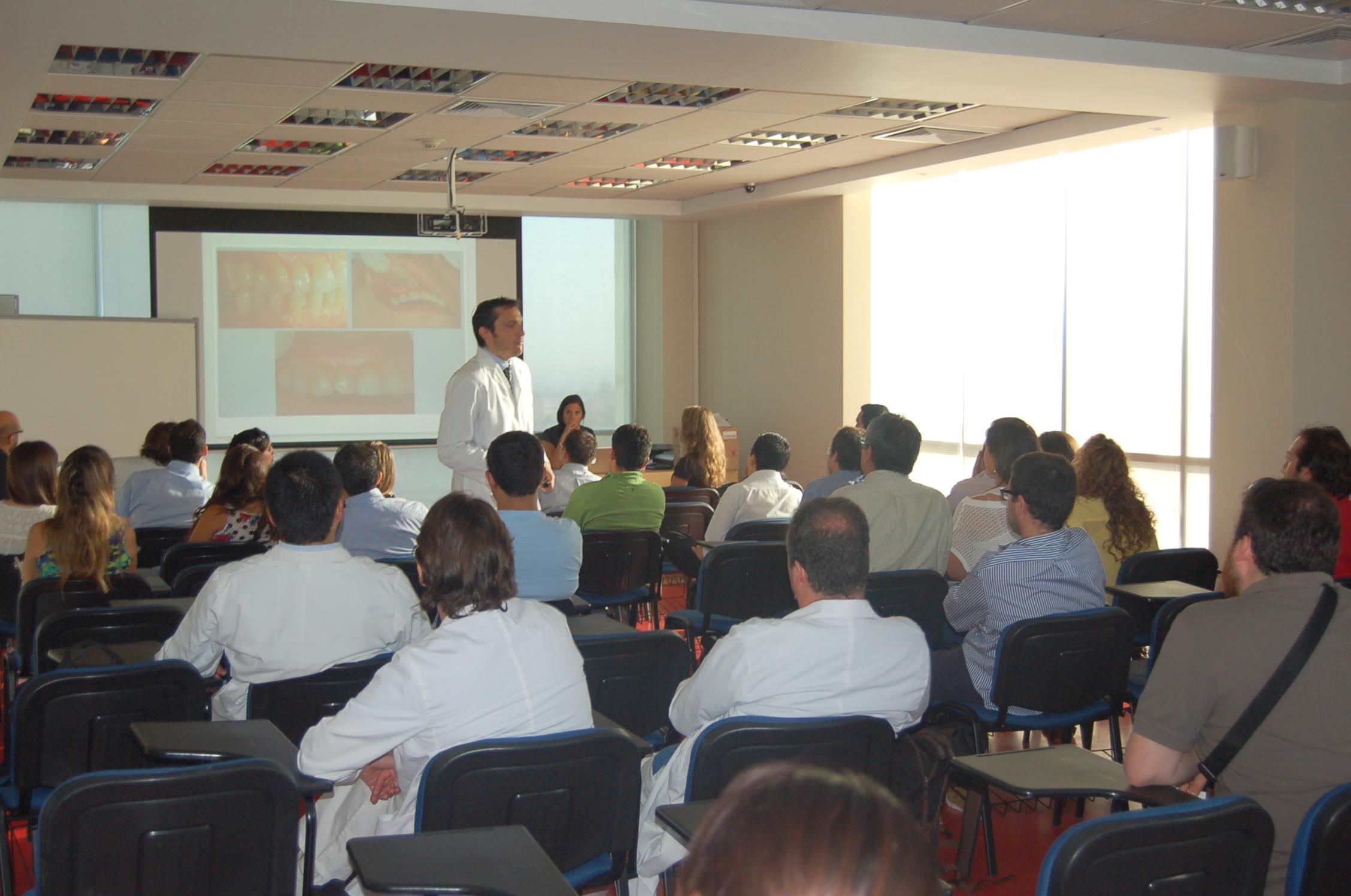Udd: Inicio Programas De Postítulos 2012