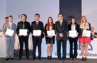 Alumnos y profesores de Odontología UDD recibieron distinción a la excelencia