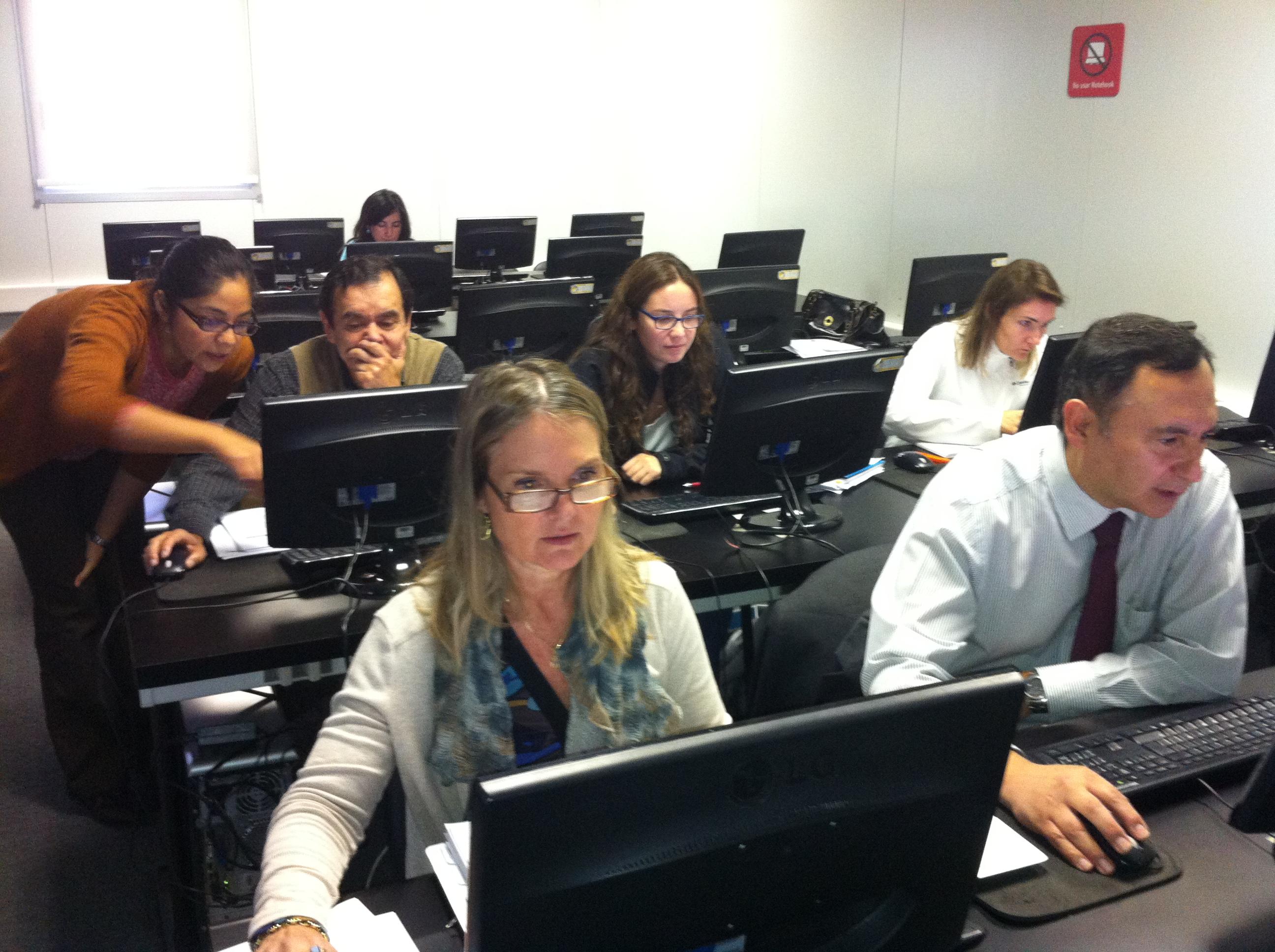 Docentes participan en taller de Tecnologías de la Información y la Comunicación
