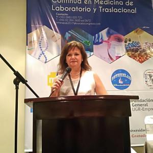 Directora de Tecnología Médica expone en Congreso en Ecuador